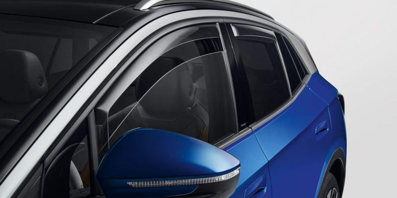 Dettaglio dei deflettori anteriori e posteriori originali Volkswagen, montati su ID.4.