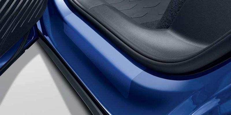 Dettaglio delle pellicole battitacco trasparente originali Volkswagen, montate su ID.4.