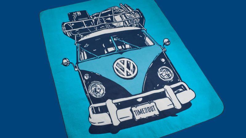 Une couverture de pique-nique bleue avec un grand motif de T1 Bulli – Produit dérivé VW