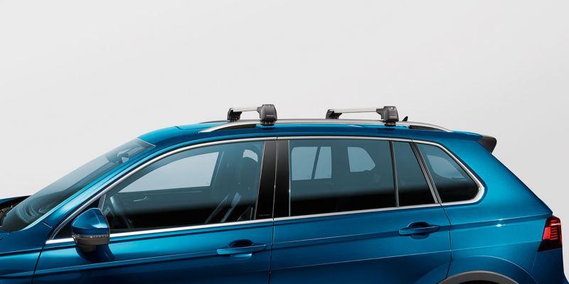 Dettaglio delle barre portatutto originali Volkswagen, montate su Nuova Tiguan.