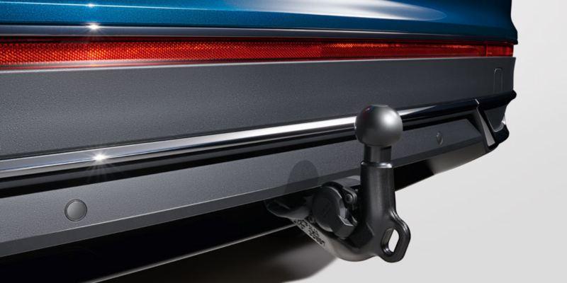 Dettaglio del gancio di traino sfilabile originale Volkswagen, montato su Nuova Tiguan.