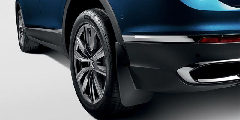 Dettaglio dei paraspruzzi originali Volkswagen, montati su Nuova Tiguan.