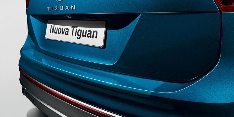Dettaglio protezione battuta portellone originale Volkswagen, montata su Nuova Tiguan.