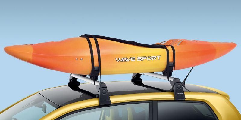 Dettaglio del porta canoe originale Volkswagen, montato su Nuova up!. Supporta canoe fino a 25kg.