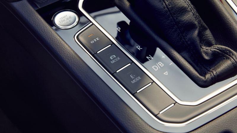 VW Passat GTE: knoppen links van de schakelpook, GTE-knop met ledverlichting, stop-startknop