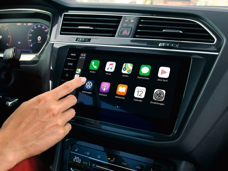 """Apple CarPlay  con el sistema de navegación """"Discover Pro"""" de Car-Net."""