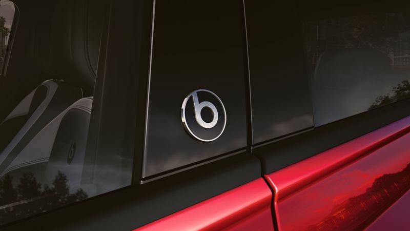"VW Polo beats in detail with ""beatsaudio"" -Logo"