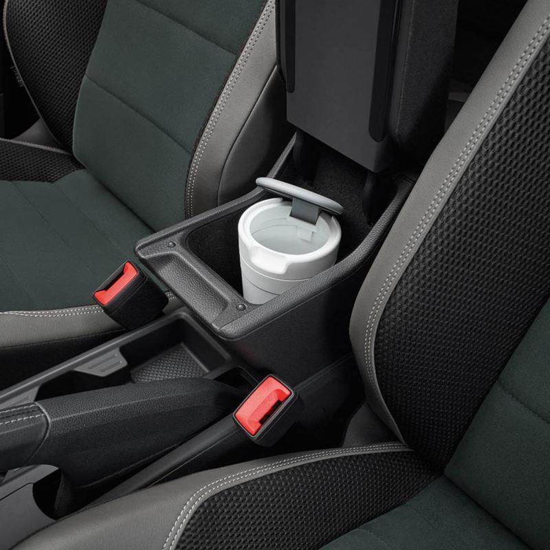 Dettaglio del portarifiuti originale Volkswagen, applicabile al supporto porta bicchieri; montato in una Polo.