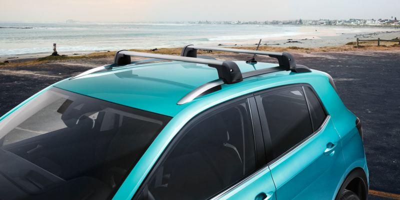 Dettaglio delle barre portatutto originali Volkswagen, montate su una T-Cross.