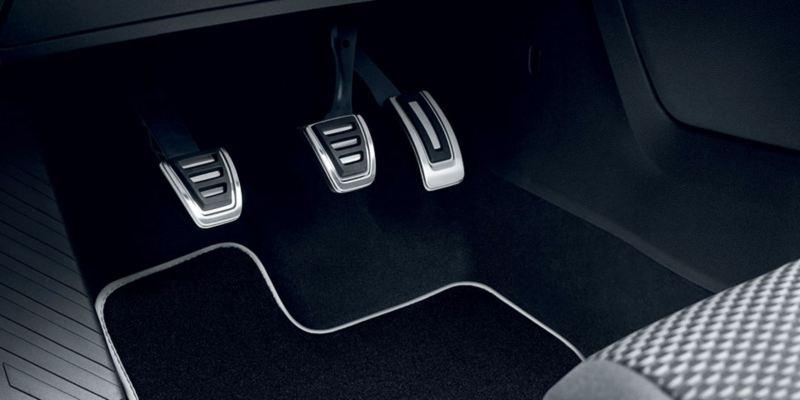 Dettaglio dei copri pedaliera originali Volkswagen, montati su una T-Roc. Disponibile per vetture con cambio manuale e con cambio automatico DSG.