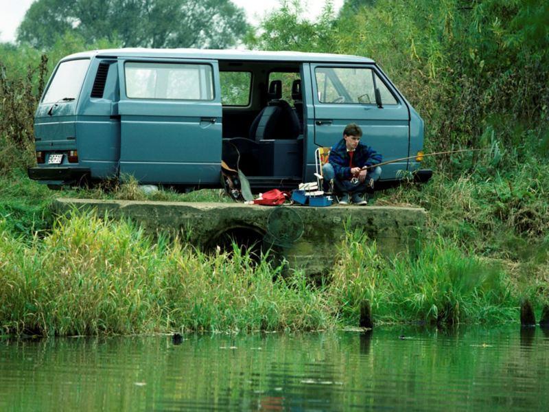 Transporter Multivan junto a um lado