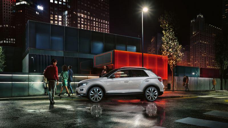 Volkswagen T-Roc τη νύχτα