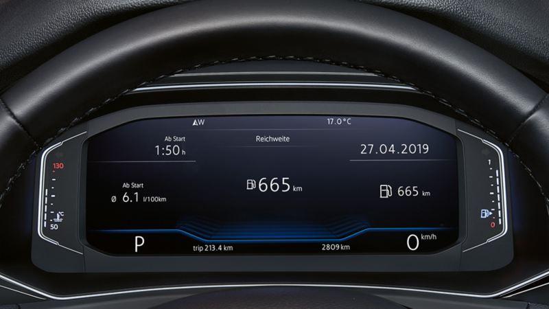 Widok przez kierownicę na Active Info Display