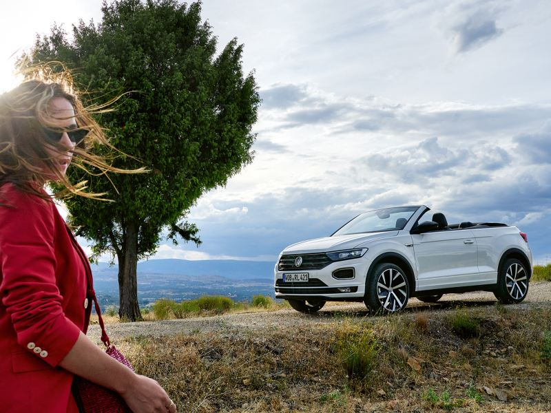 Woman runs to her T-Roc Cabriolet