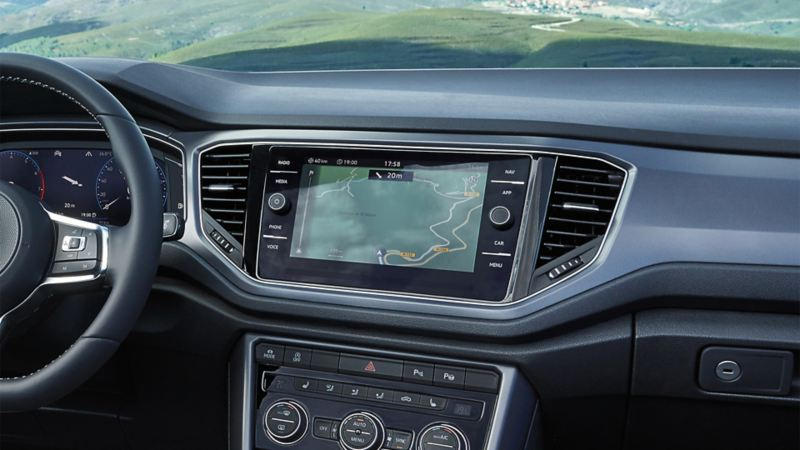 Peu importe qu'il s'agisse d'un T-Roc, d'un Tiguan, d'un Touran ou d'une Polo, si votre VW n'a pas de système de navigation, cette fonction peut être achetée ultérieurement.