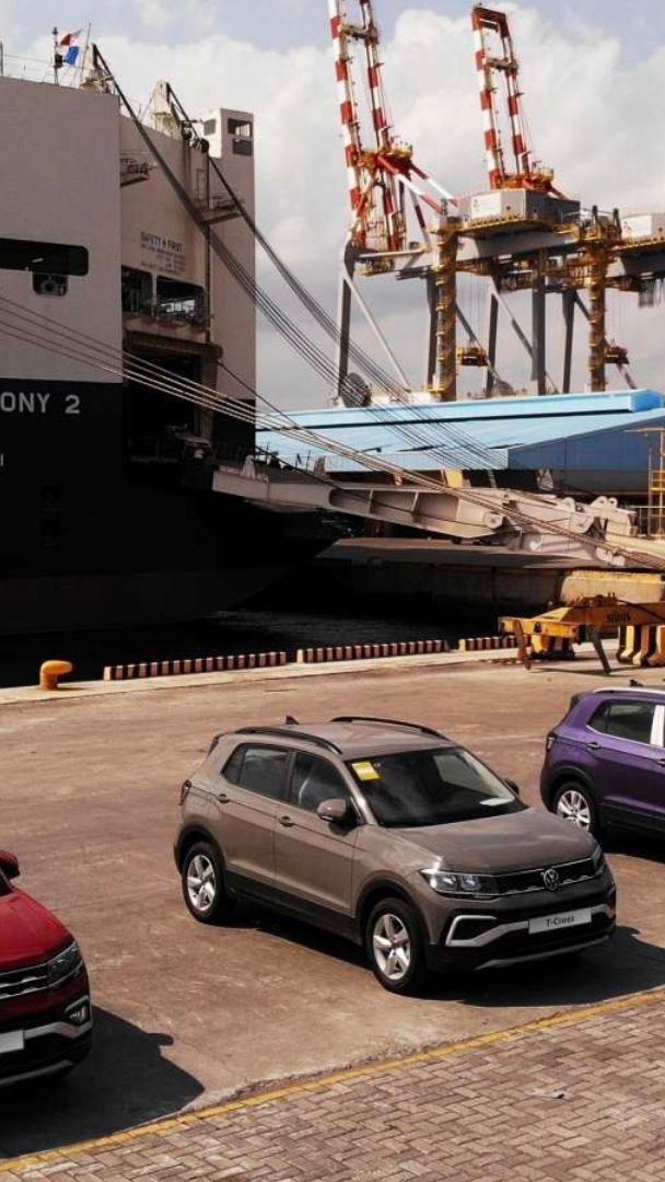 T-Cross port arrival