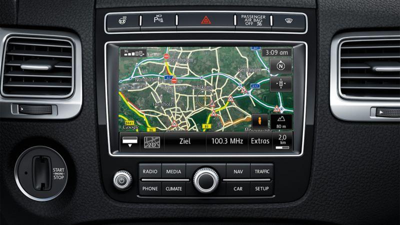 Przedstawienie systemu multimedialnego Traffic Message Channel (TMC) w VW Touaregu