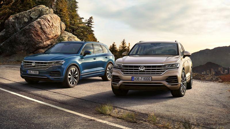 Dwa Volkswageny stoją w górach