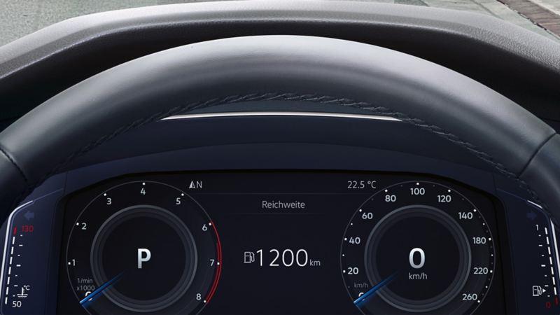 Prezentacja informacji na wyświetlaczu Head-up w VW Tiguanie Allspace
