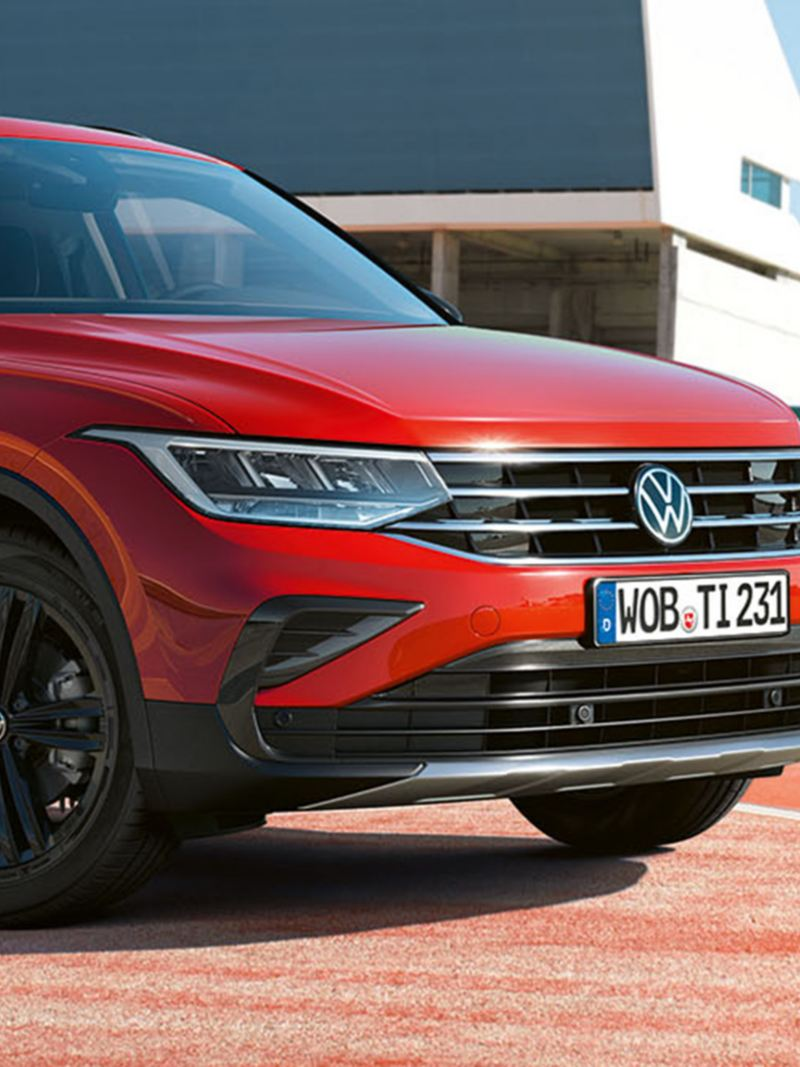 View of the front of the Tiguan URBAN SPORT with lettering on the side.
