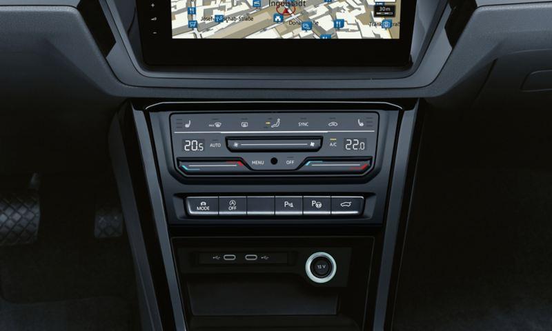 """Χειριστήριο του """"Air Care Climatronic"""" στο μπροστινό μέρος στο Volkswagen Touran"""