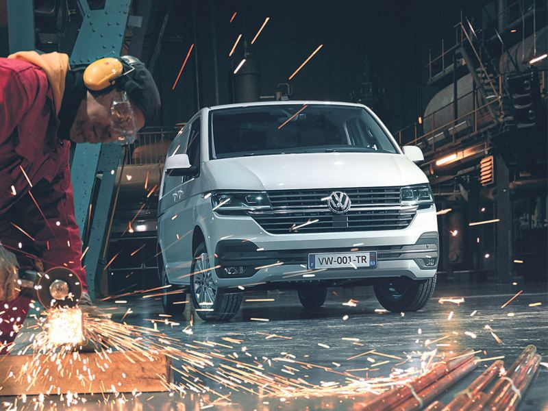 Volkswagen Véhicules Utilitaires Transporter Van 6.1 Business Line vu de face