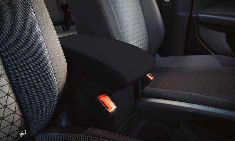 Κεντρικό υποβραχιόνιο στο Volkswagen t-cross με δυνατότητα αποθήκευσης ανάμεσα στα μπροστινά καθίσματα