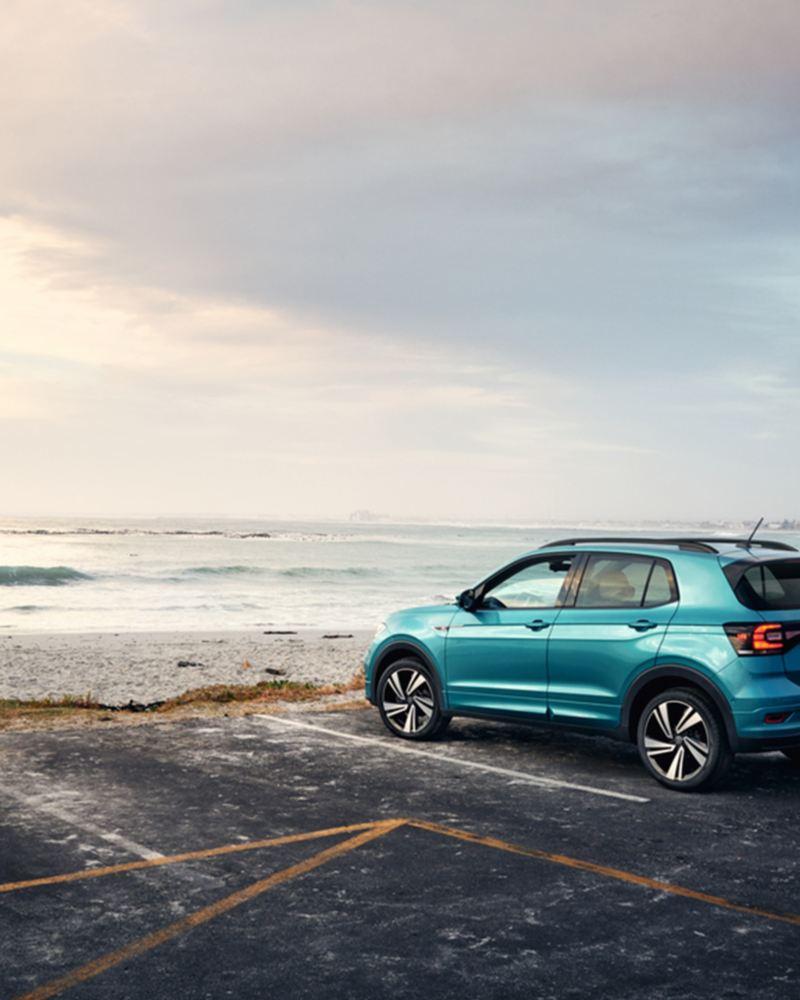 T-Cross Volkswagen parcheggiata fronte mare