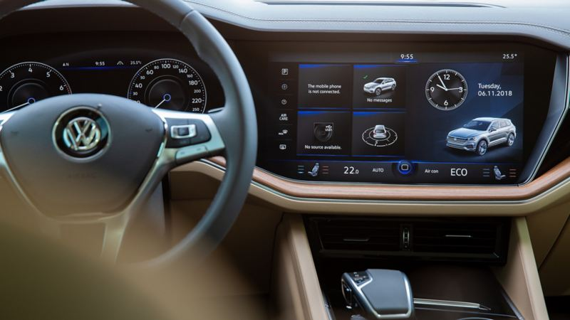 Closeup view of the Touareg steering wheel and decorative finishes