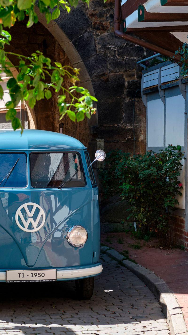 Transporter Sofie a passar num centro histórico