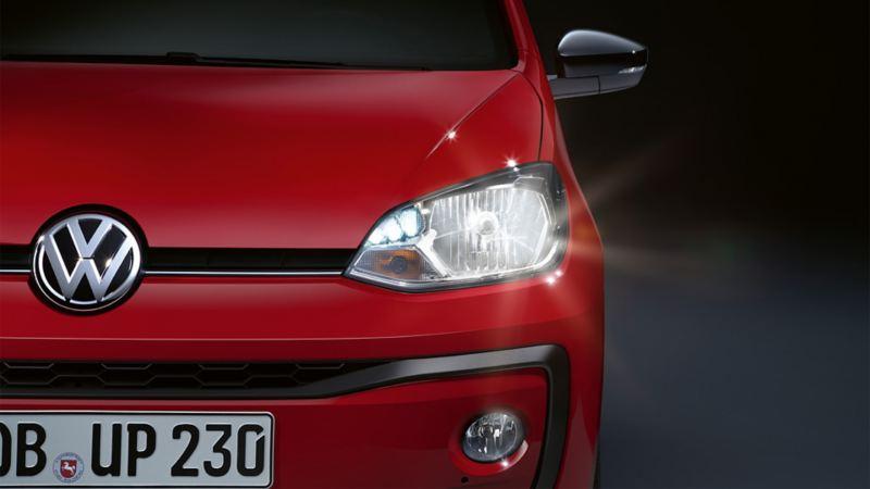 VW up! widok od przodu, detal: reflektor