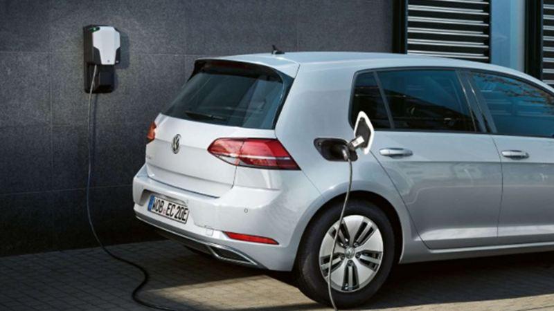 e-Golf Volkswagen - Auto eléctrico equipado con faros LED y alerón en techo
