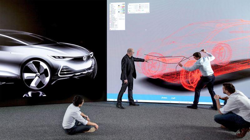Vier Kollegen arbeiten an einem virtuellen Fahrzeugdesign