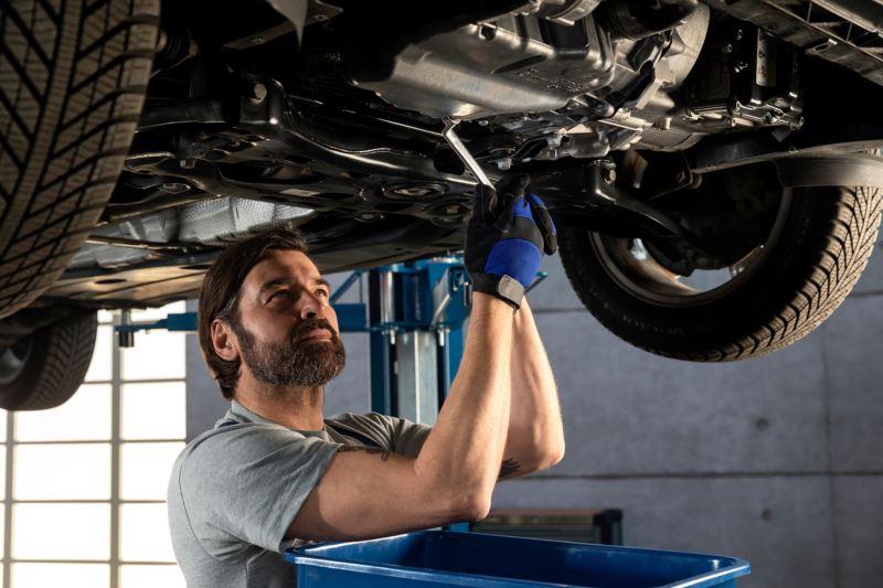VW man checking under car
