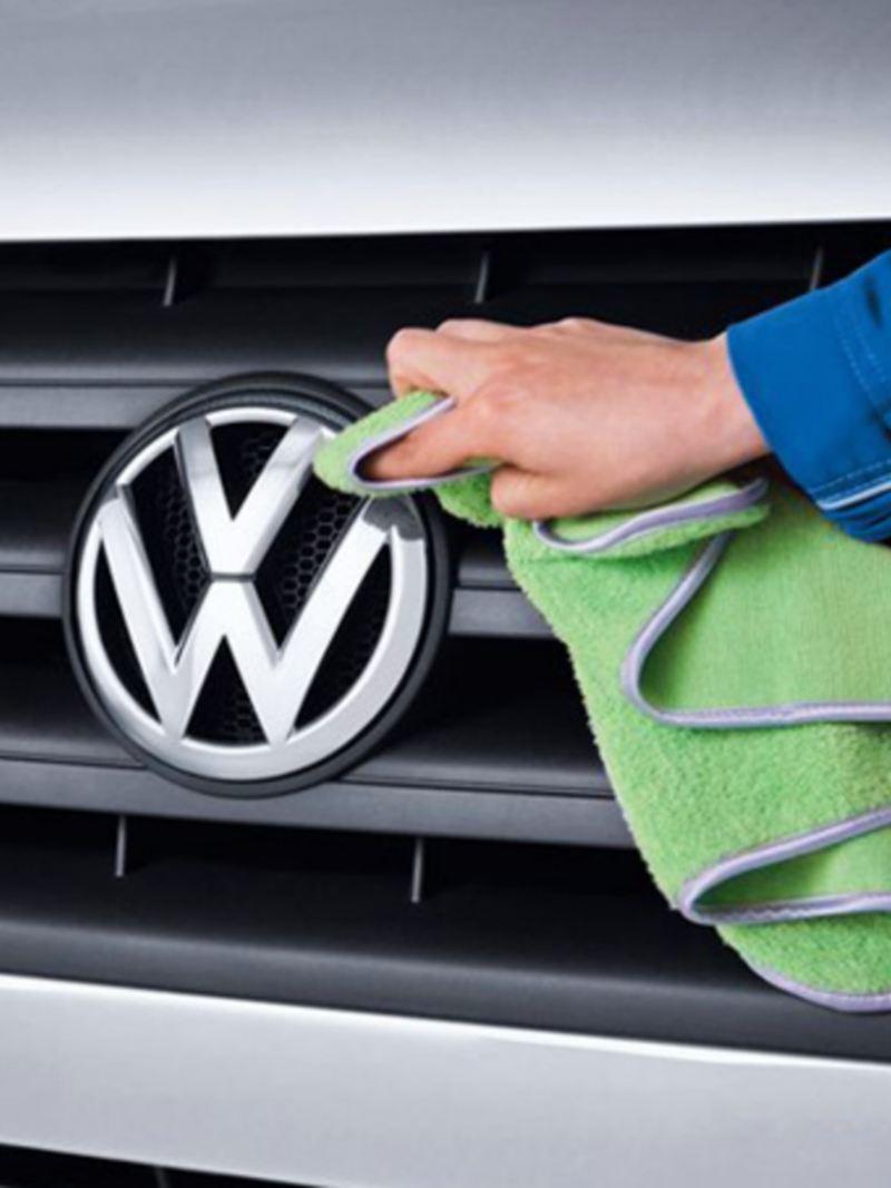 Camioneta recibiendo servicio de mantenimiento en los talleres de Volkswagen