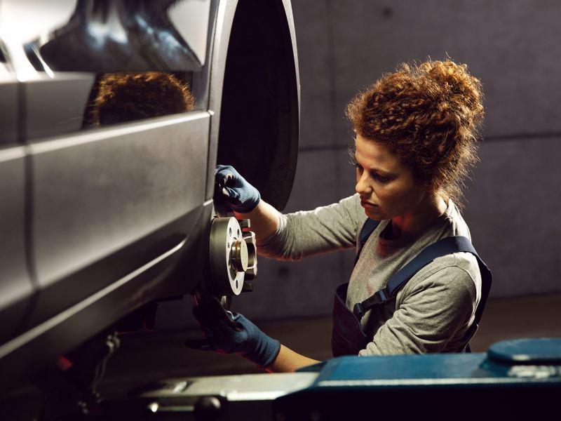 A VW service employee during a Brakes Check