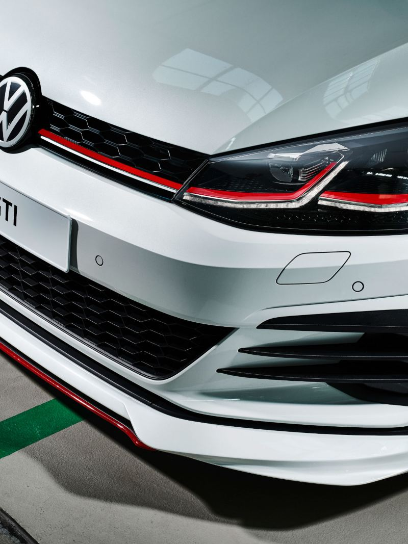 A white Golf GTI with aerodynamic front spoiler – Volkswagen sport and design products for tuning
