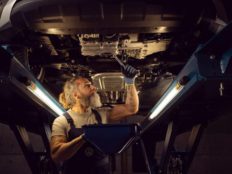 Inspection d'une Volkswagen en atelier - Inspection et contrôle obligatoire