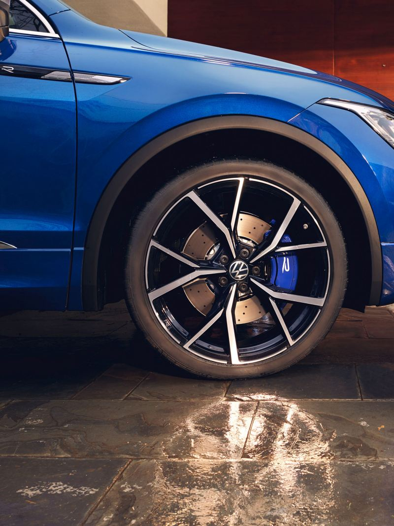 View of the Tiguan R from VW R with alloy wheels