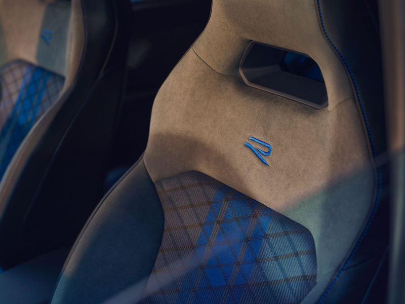Seat with embroidered R-logo – VW Tiguan R interior