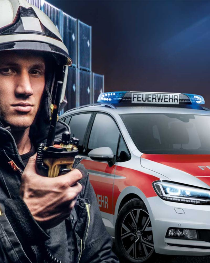 A firefighter on the scene, in the background a fire engine from Volkswagen