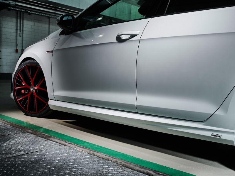 A white Golf GTI with an aerodynamic side sill set – Volkswagen sport and design products for tuning