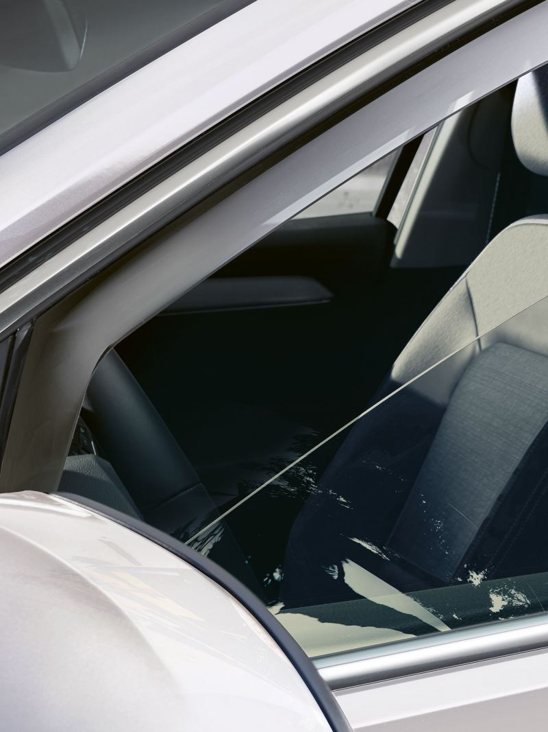 A white VW car with fresh air – thanks to Volkswagen wind deflectors at the windows
