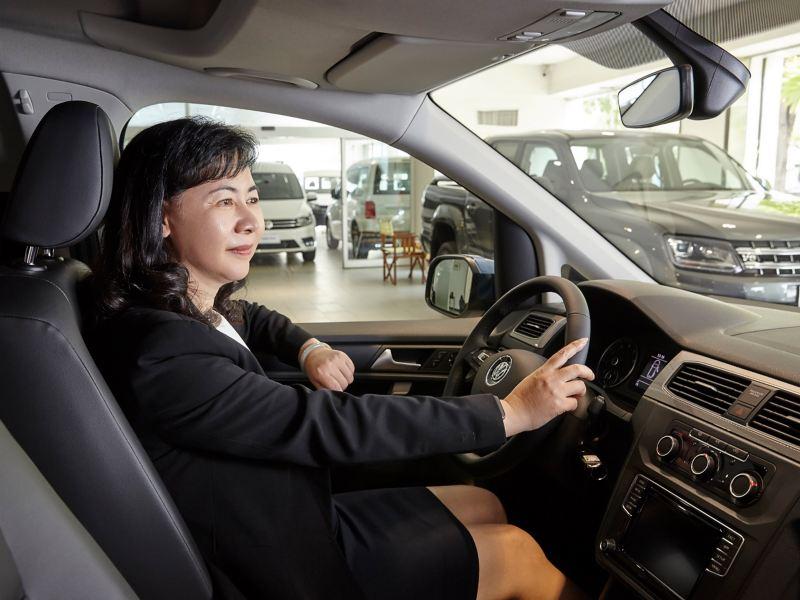 工作之餘,陳總經理最愛開著車到處旅行、享受生活,實踐福斯商旅的 VanLife 精神。