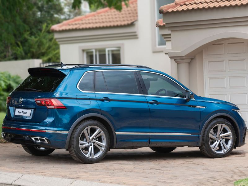 vw tiguan exterior with roof rack accessory