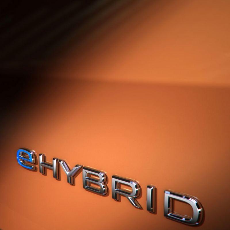 Bildet viser eHybrid logo på den nye Volkswagen Multivan ladbar hybrid