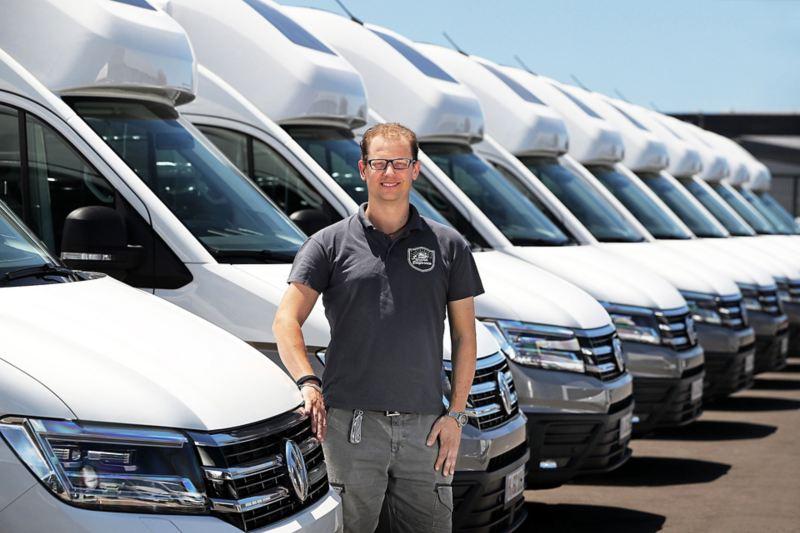 Alexander Rühland vid alla Volkswagen Grand California redo för leverans