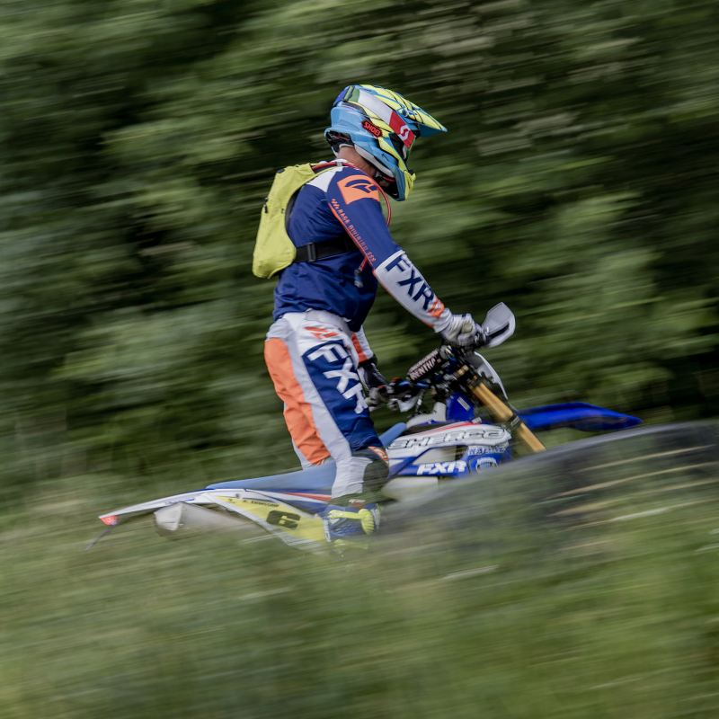 Världsmästaren i enduro, Anders Eriksson, på banan