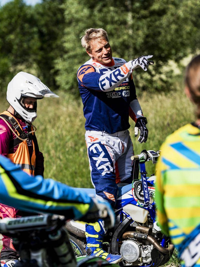 Anders Eriksson undervisar i enduro