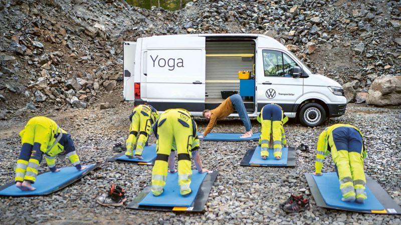 Byggyoga fram e-Craftern som är ombyggd till yogastudio